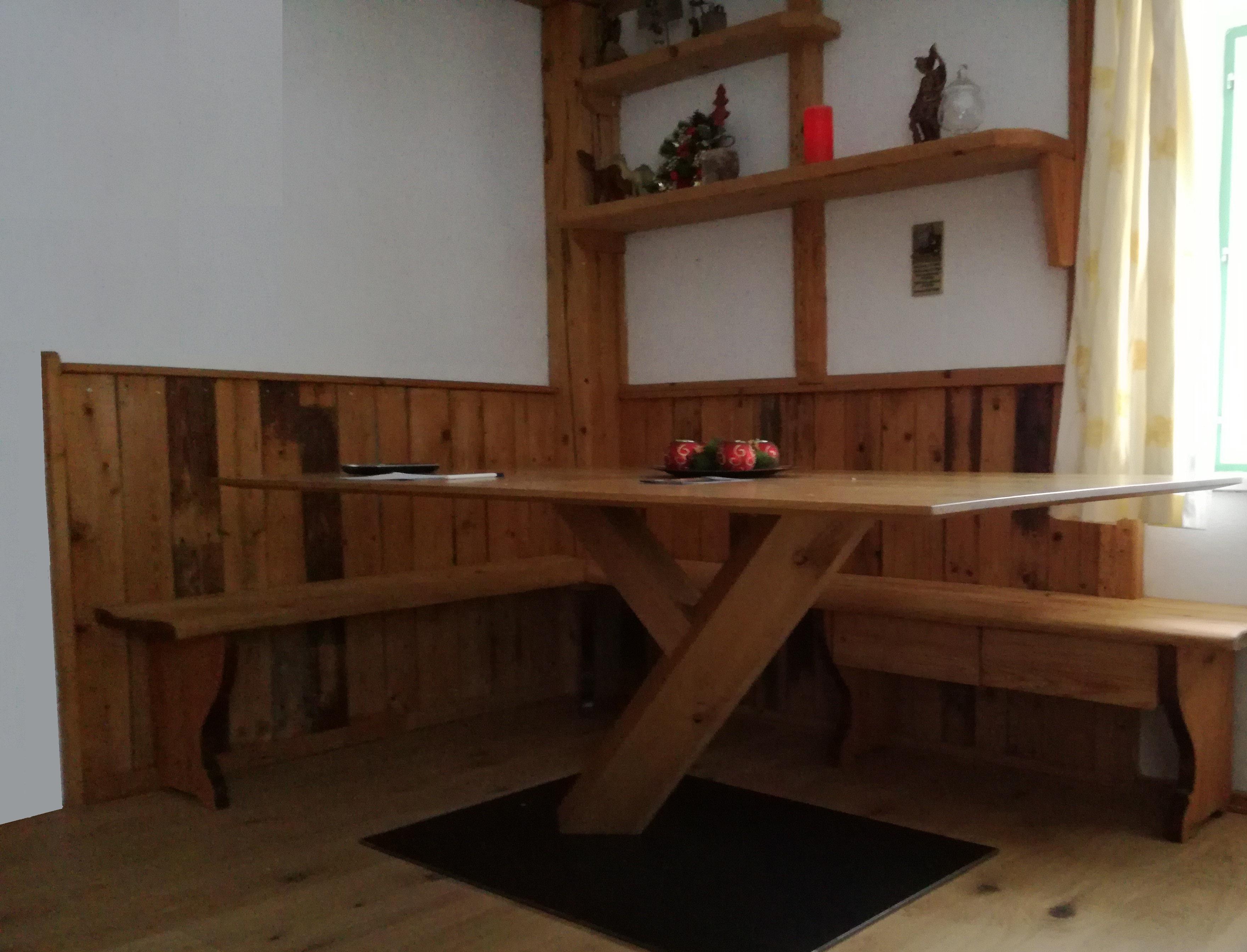 Tisch mit Ybbsilongestell